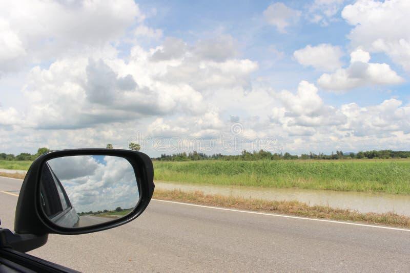 Hemel en wolk van zijspanspiegel voor aardlandschap stock foto