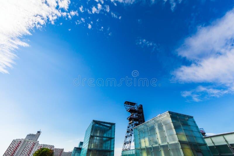 Hemel over Katowice - Nieuwe Architectuur stock foto