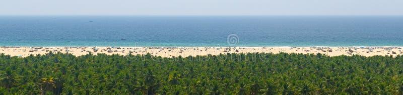 Hemel, overzees, zand en wildernis rustig panorama voor ontspanning stock fotografie
