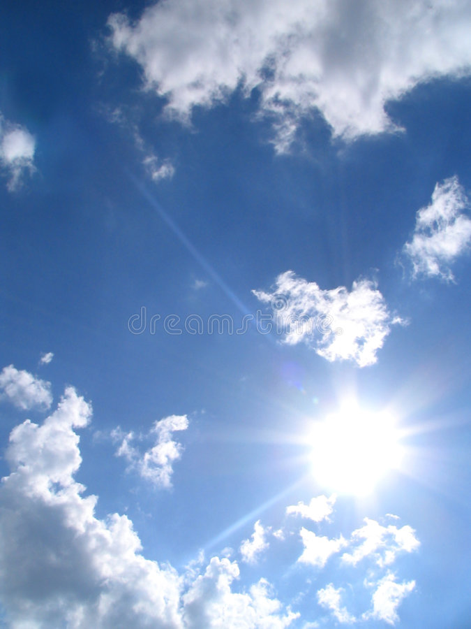 Hemel-zon-wolken royalty-vrije stock afbeelding