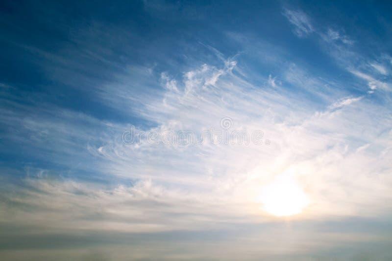 Hemelachtergrond op zonsopgang stock foto's