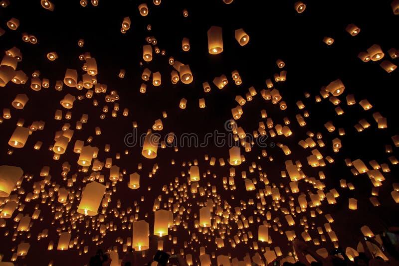 Hemellantaarns, Loy Krathong en Yi Peng Festival Chiang Mai, Tha stock afbeelding