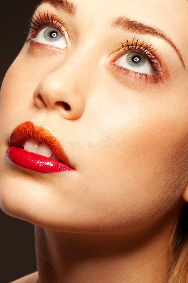 Hemels blonde meisje met gescheiden lippen royalty-vrije stock foto