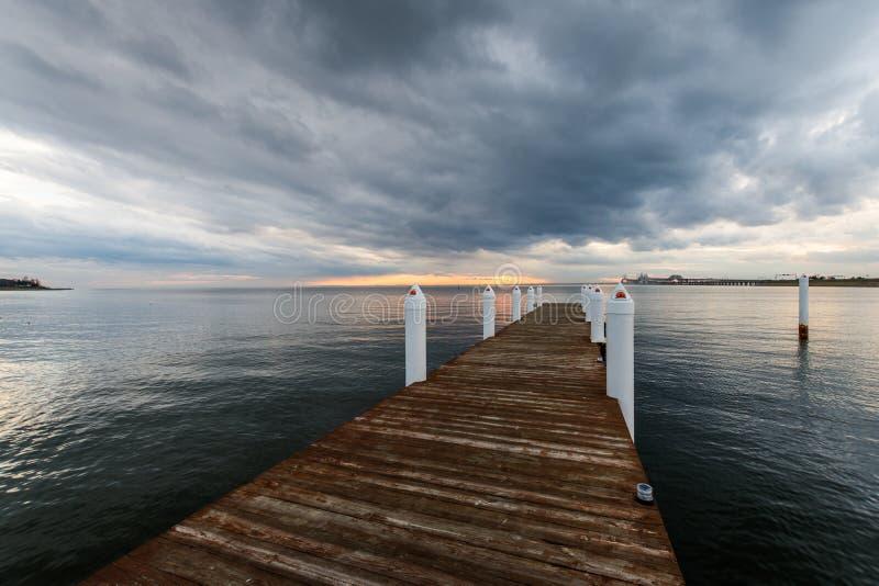 Hemingway Pier Next al ponte della baia fuori di Annapolis Maryl immagini stock libere da diritti