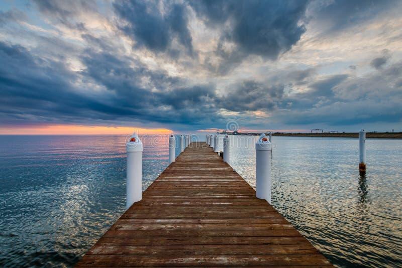 Hemingway Pier Next till fjärdbron förutom Annapolis Maryl arkivfoto