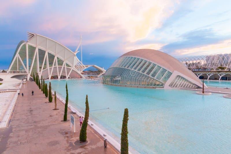 Hemisferic in der Stadt von Künsten und von Wissenschaft bei Sonnenuntergang Valencia Sp lizenzfreie stockfotos
