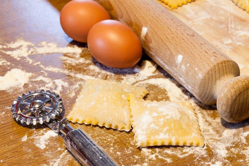 Hemlagad Agnolotti - Piedmont pasta royaltyfria bilder