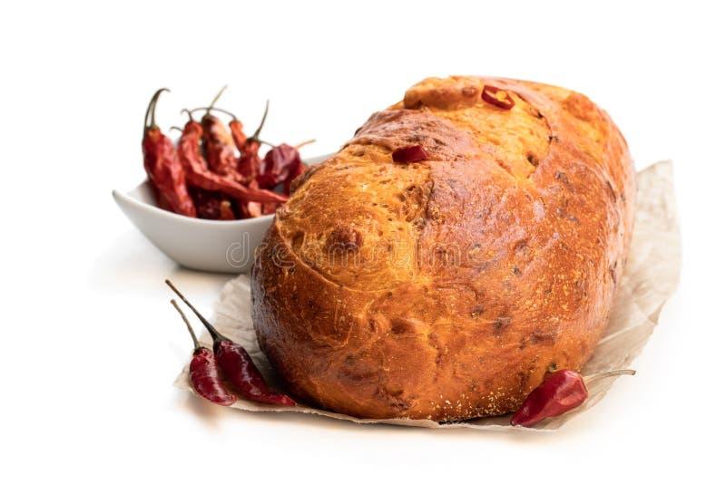 Hemlagad chili att släntra bröd som isoleras på vitt royaltyfria foton