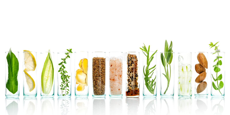 Hemlagad den hudomsorg och kroppen skurar med naturlig ingrediensaloe arkivbilder