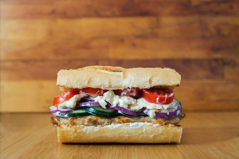 Hemlagad grekisk stilsmörgås arkivfoto