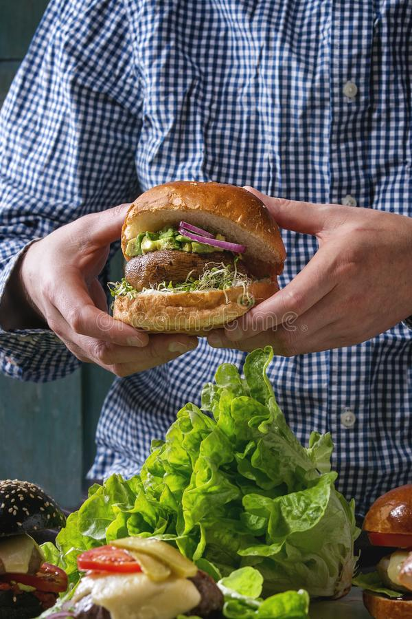 Hemlagad hamburgarevariation royaltyfria bilder