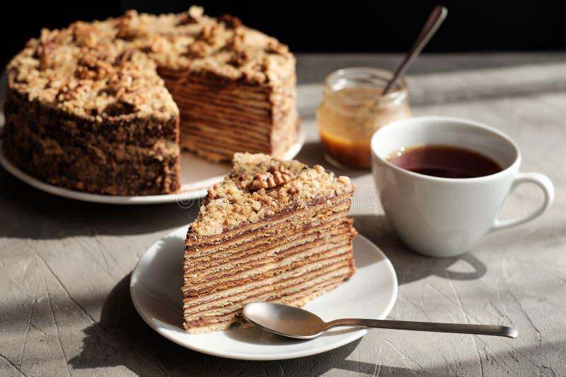 hemlagad honung för cake royaltyfria foton