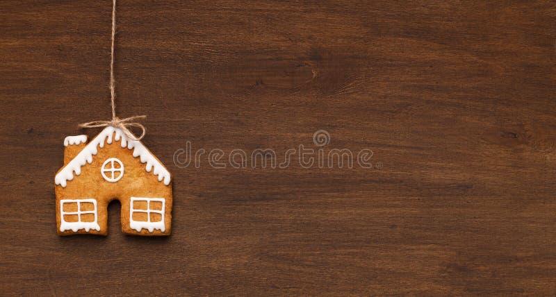 Hemlagad kaka för pepparkakahus, kopieringsutrymme arkivfoto
