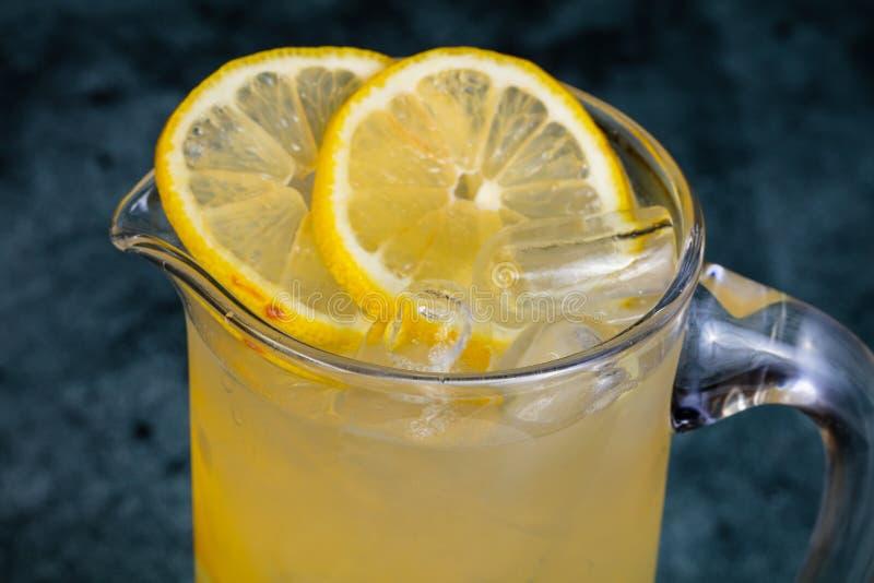 Hemlagad kall lemonad royaltyfria bilder