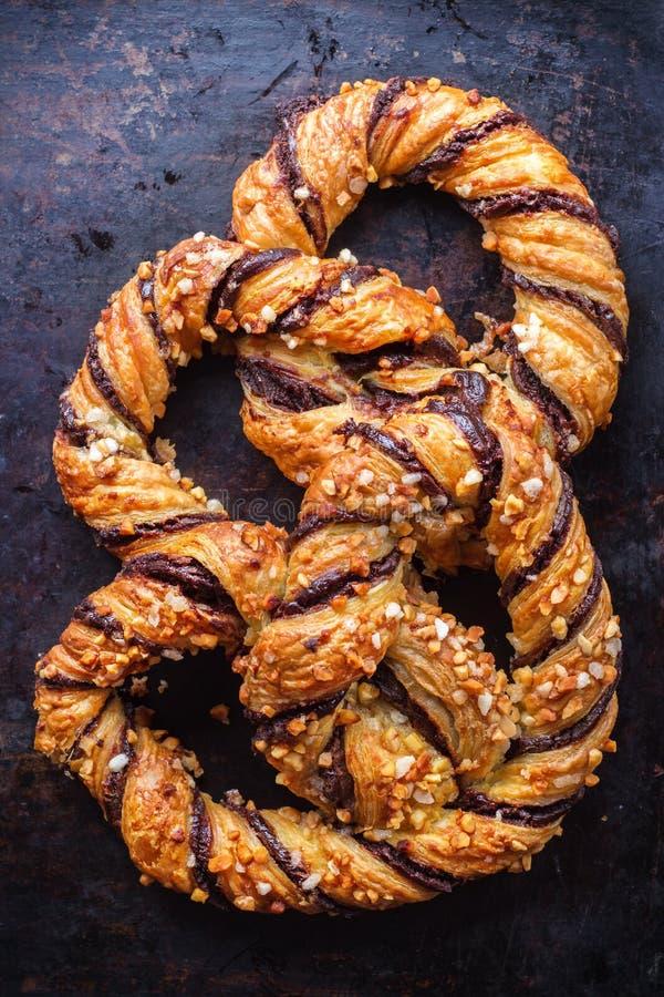 Download Hemlagad Kringla Med Choklad Och Frasiga Mandlar Arkivfoto - Bild av mjölka, deltagare: 78729198