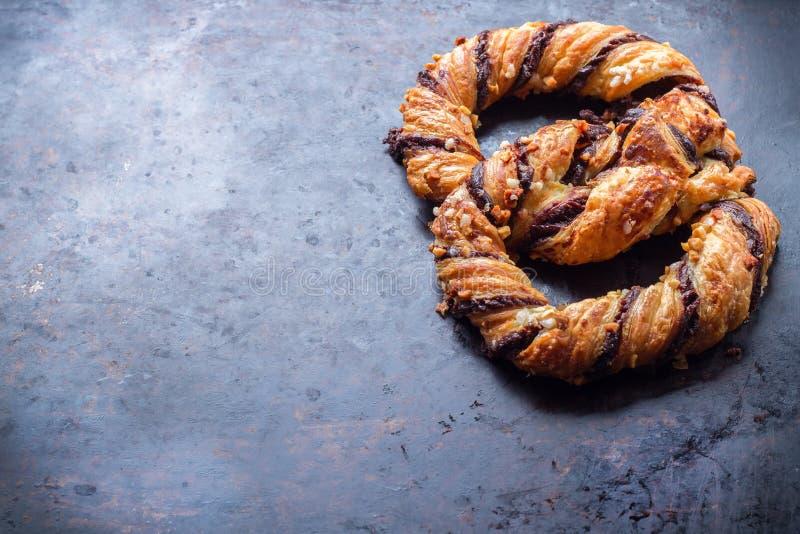 Download Hemlagad Kringla Med Choklad Och Frasiga Mandlar Fotografering för Bildbyråer - Bild av kräm, confection: 78729733