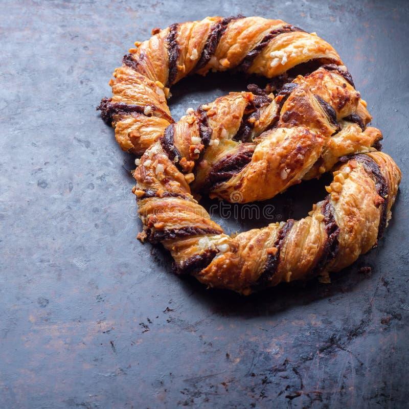 Download Hemlagad Kringla Med Choklad Och Frasiga Mandlar Arkivfoto - Bild av äta, allsmäktig: 78729894