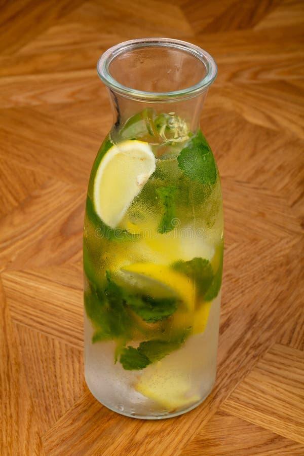 Hemlagad lemonad med citruns royaltyfri fotografi