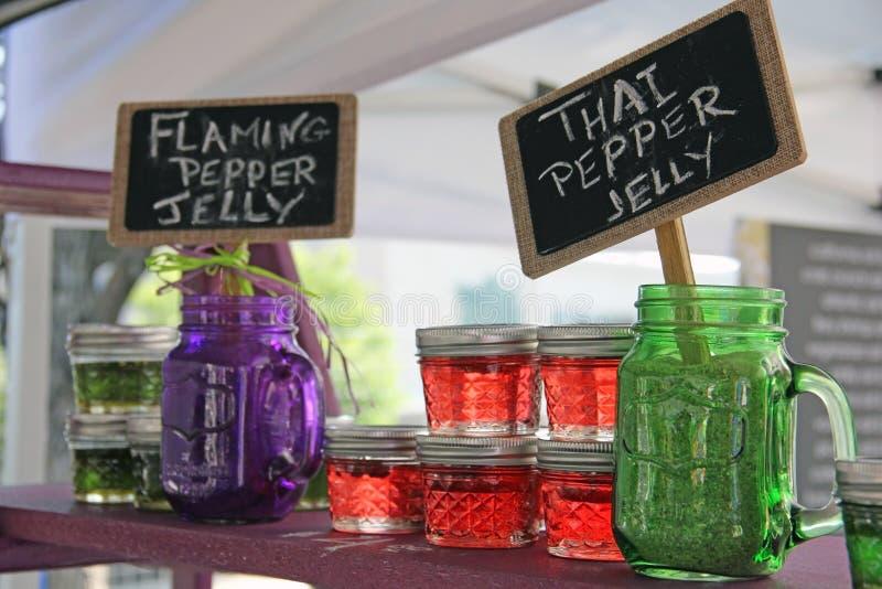 Hemlagad peppar Jelly Jam på bondemarknaden royaltyfri foto