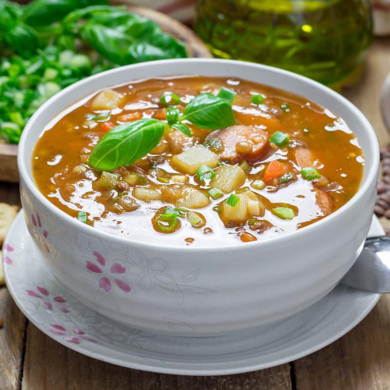 Hemlagad soppa med linser och korvar, fyrkant royaltyfria bilder