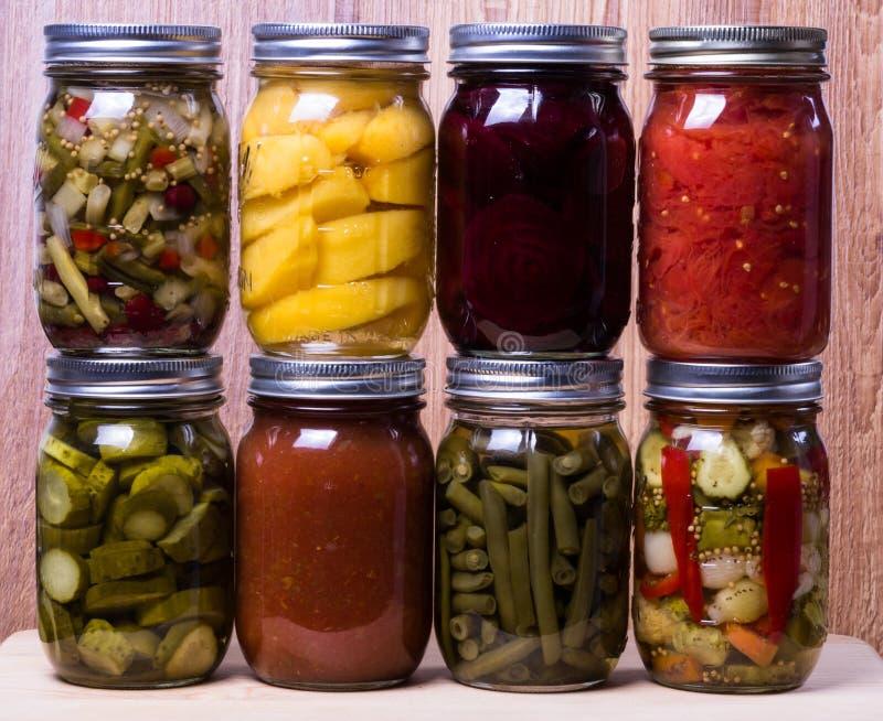 hemlagade bevarade grönsaker för nya frukter royaltyfria bilder