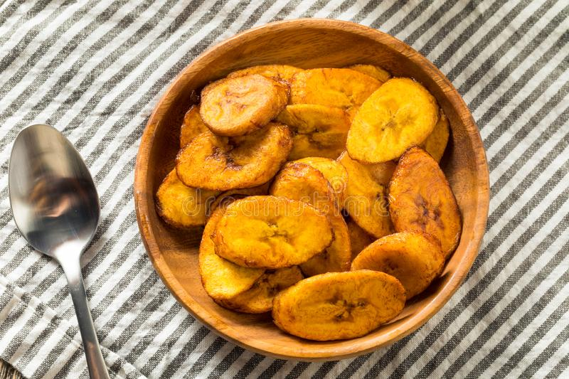 Hemlagade gula Fried Plantains arkivbilder