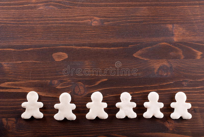 Hemlagade kakor på tabellen royaltyfri bild