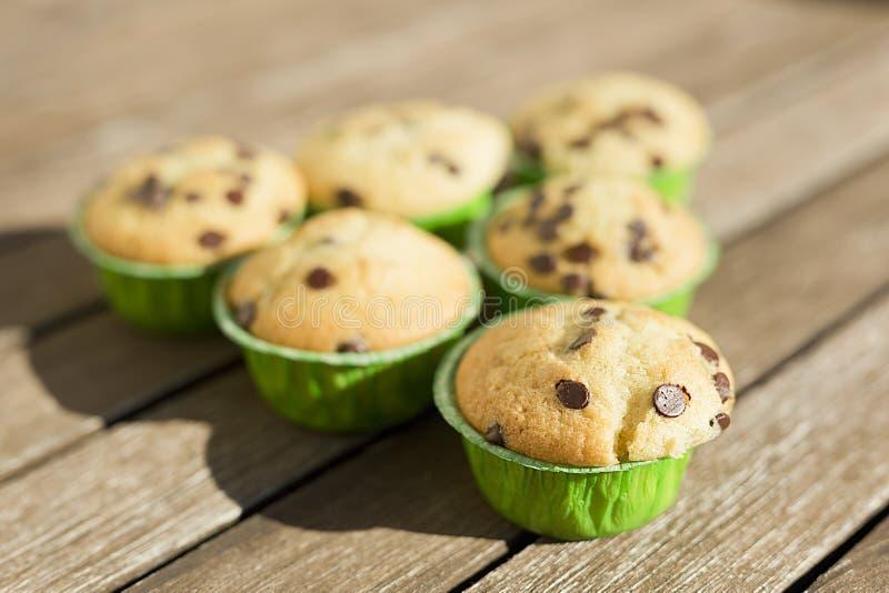 Hemlagade muffin med naturprodukter arkivfoton