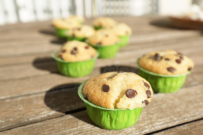 Hemlagade muffin med naturprodukter fotografering för bildbyråer