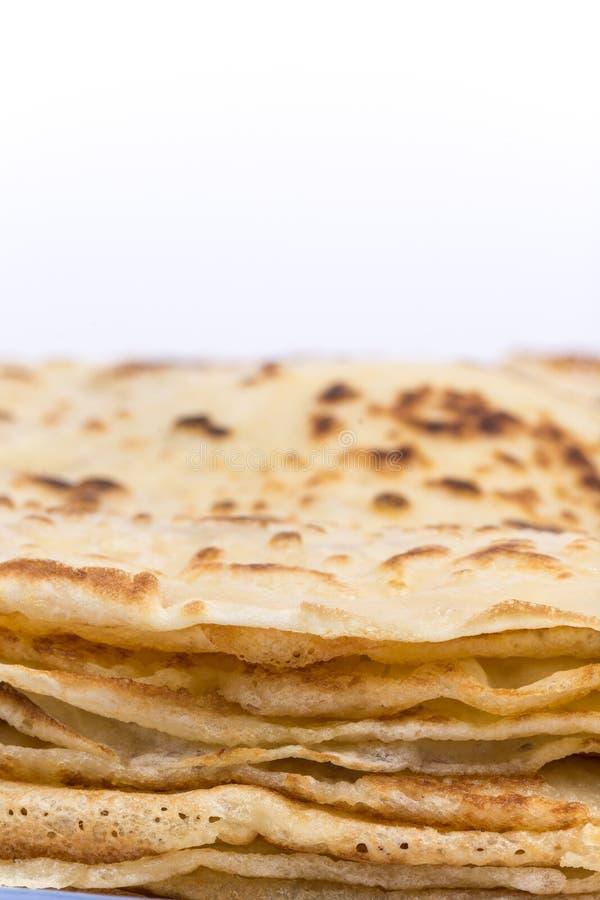 Hemlagade pannkakor för Closeupmakrosideview arkivfoto