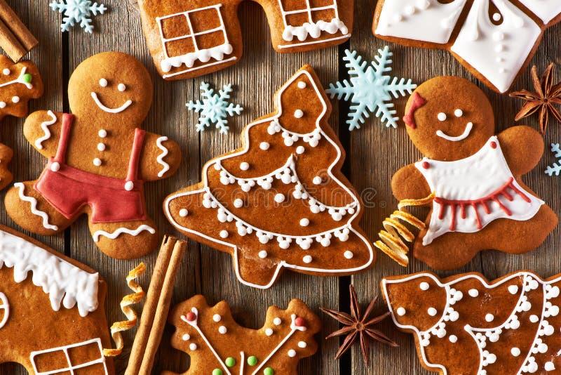 Hemlagade pepparkakakakor för jul fotografering för bildbyråer
