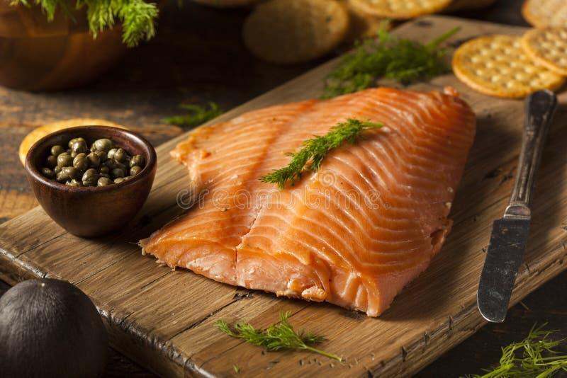 Hemlagade rökte Salmon Appetizer arkivfoton