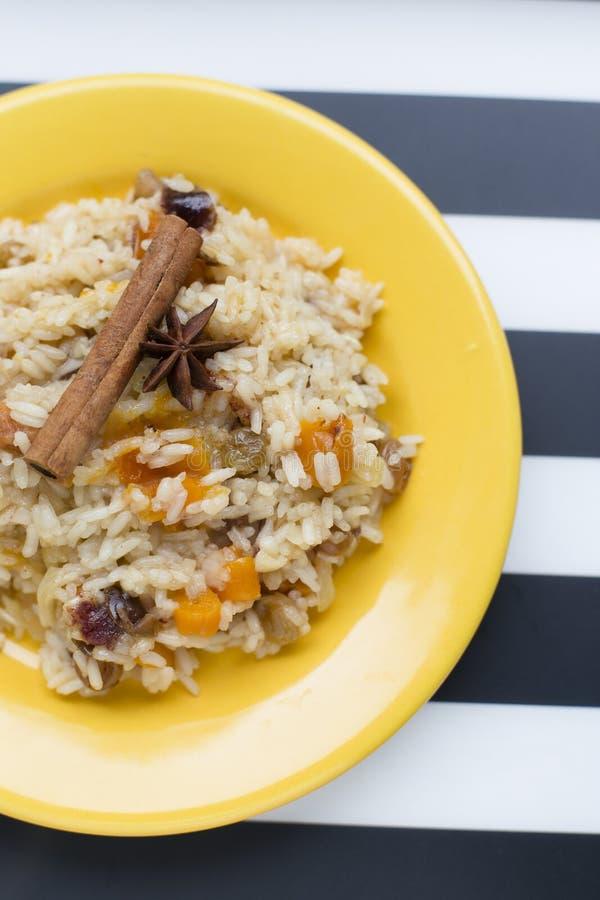 Hemlagade söta ris med kryddor royaltyfria foton