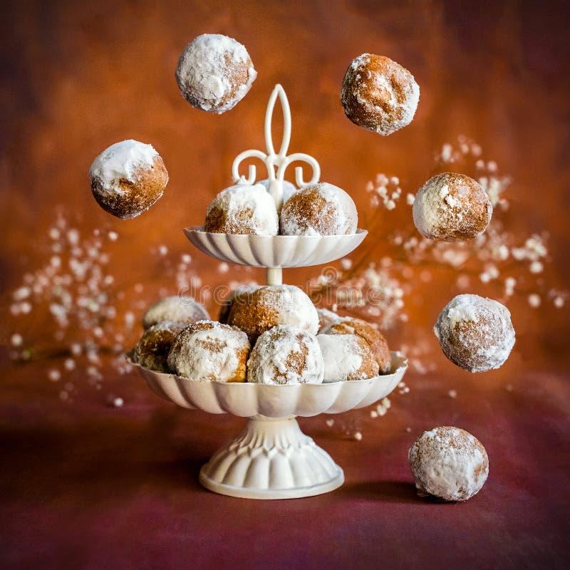 Hemlagade små donuts royaltyfria foton