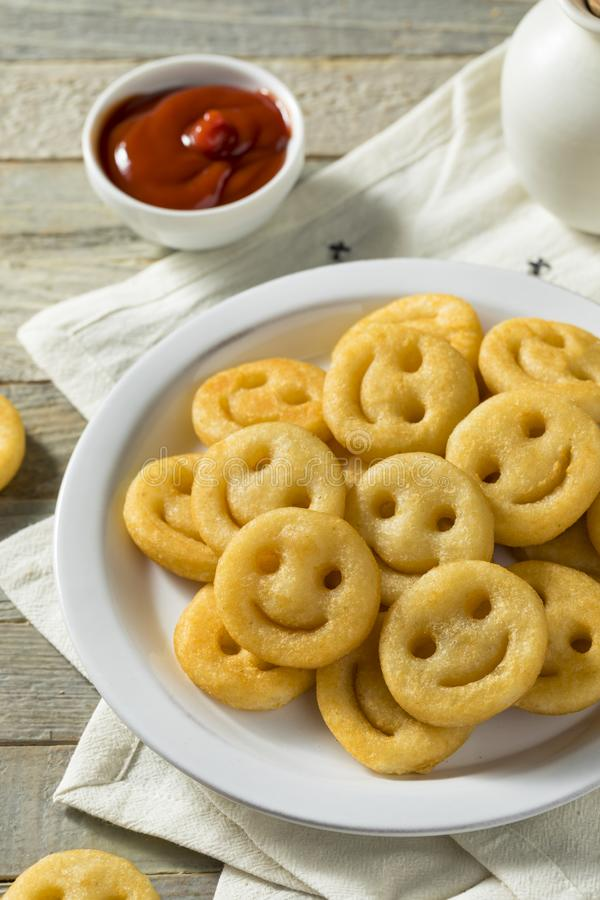 Hemlagade Smiley Face French Fries royaltyfri fotografi