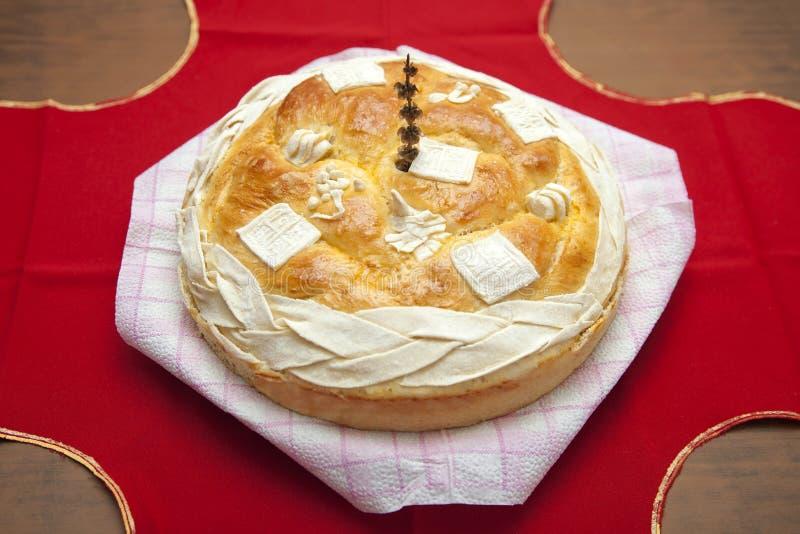 Hemlagat dekorerat serbiskt slavabröd royaltyfri fotografi