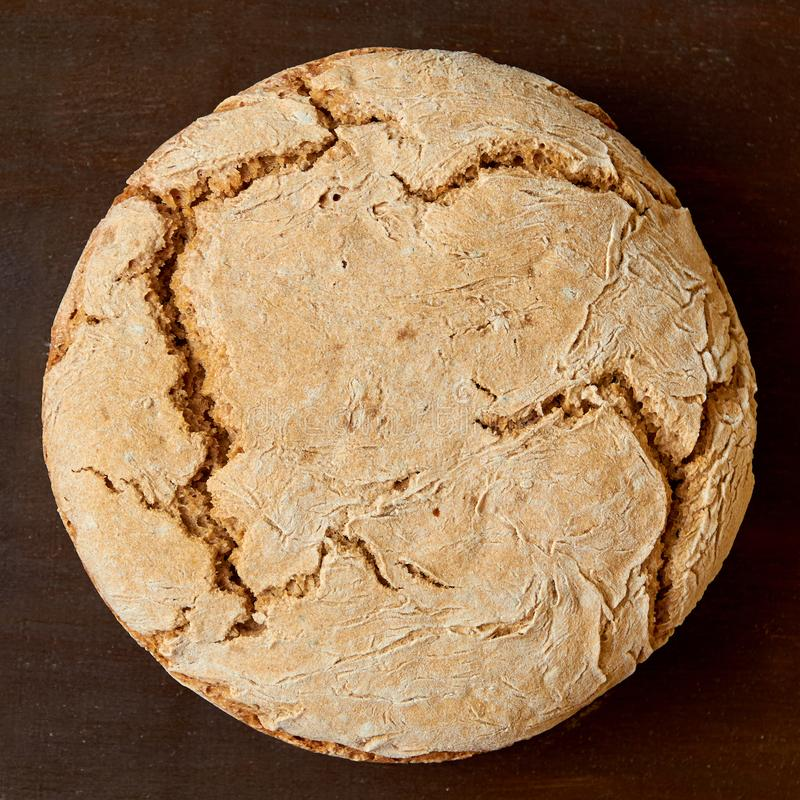 Hemlagat helt nytt bröd Precis bakat runt bröd royaltyfria foton