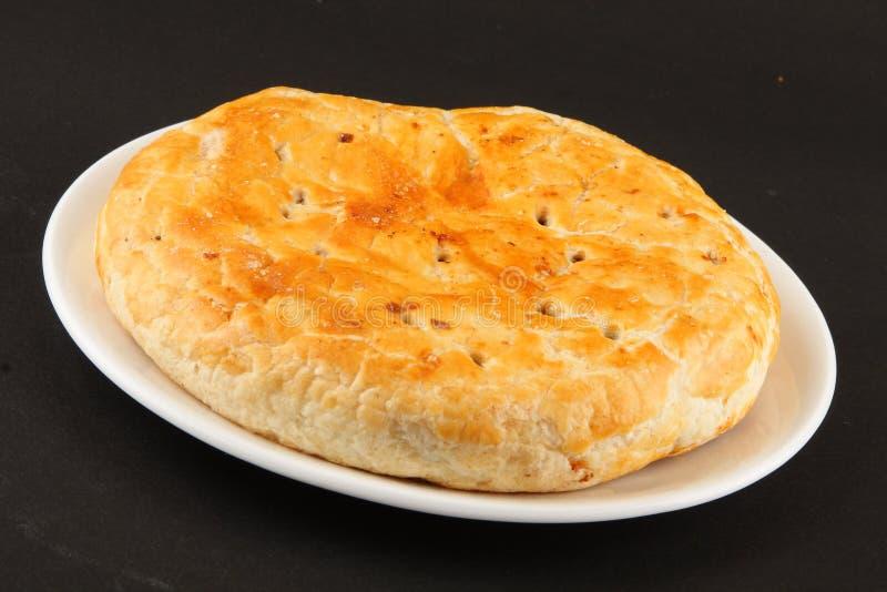 Hemlagat sött bröd som är välfyllt med russin och kokosnöten arkivbild