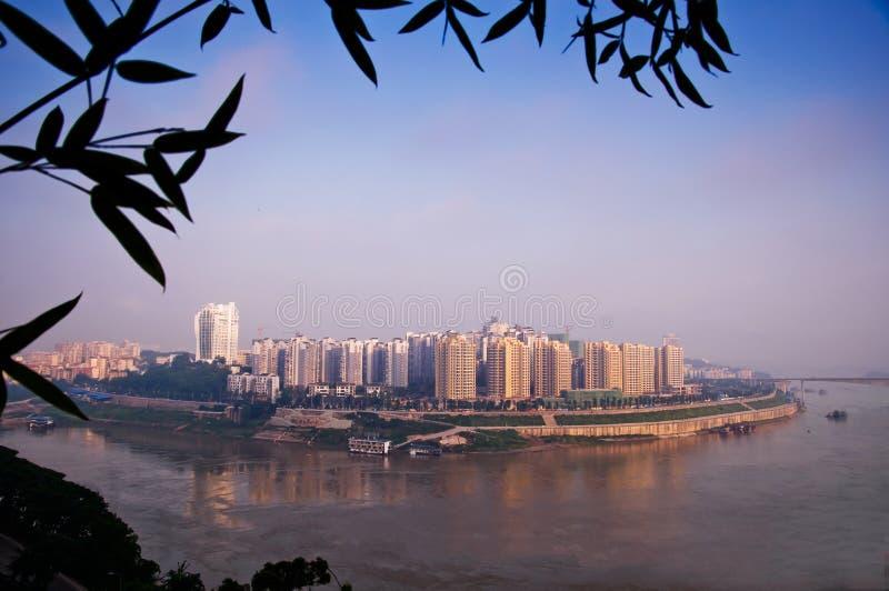 Hemland nära den Jialing floden royaltyfri foto