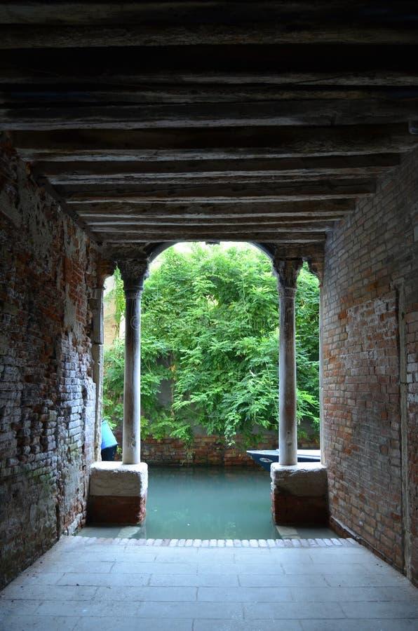 Hemlig passage av Venedig royaltyfri bild