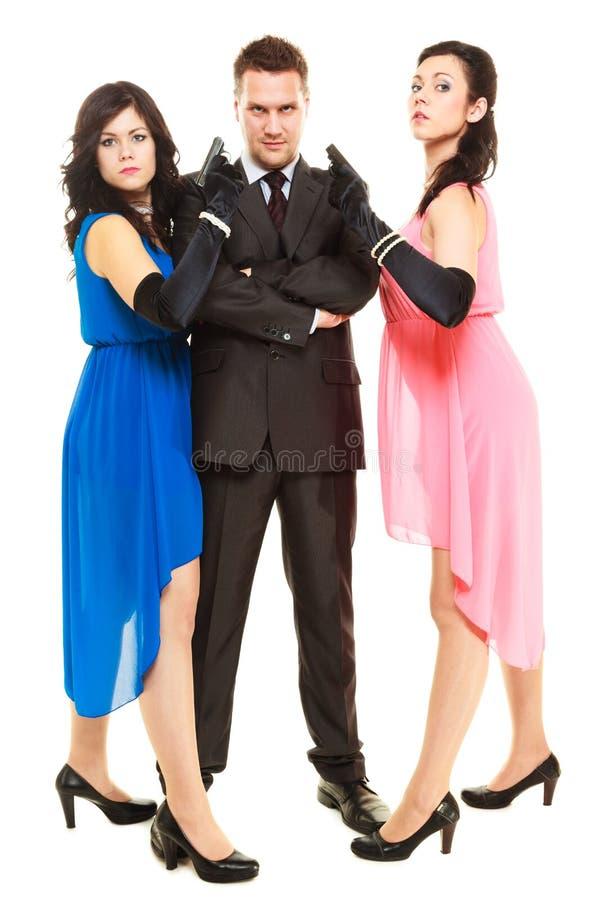 Hemlig utredning med två kvinnor och en man royaltyfri bild