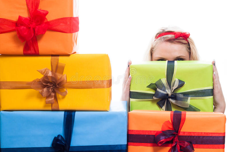 Hemligt kvinnanederlag bak gåvor arkivfoton