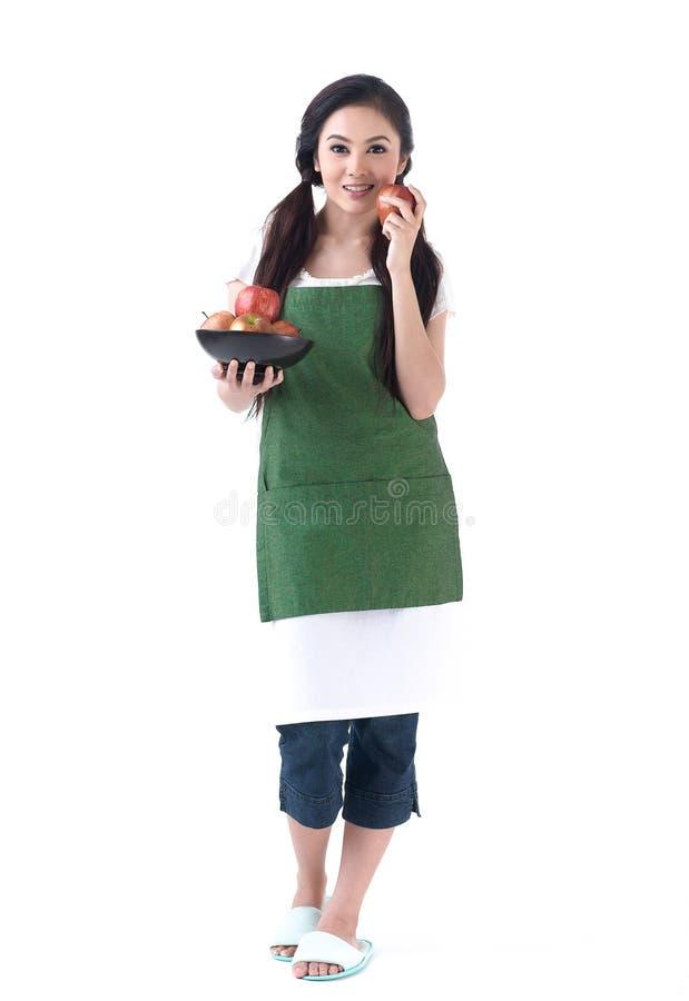 hemmafru för äpplebunkeholding royaltyfri foto