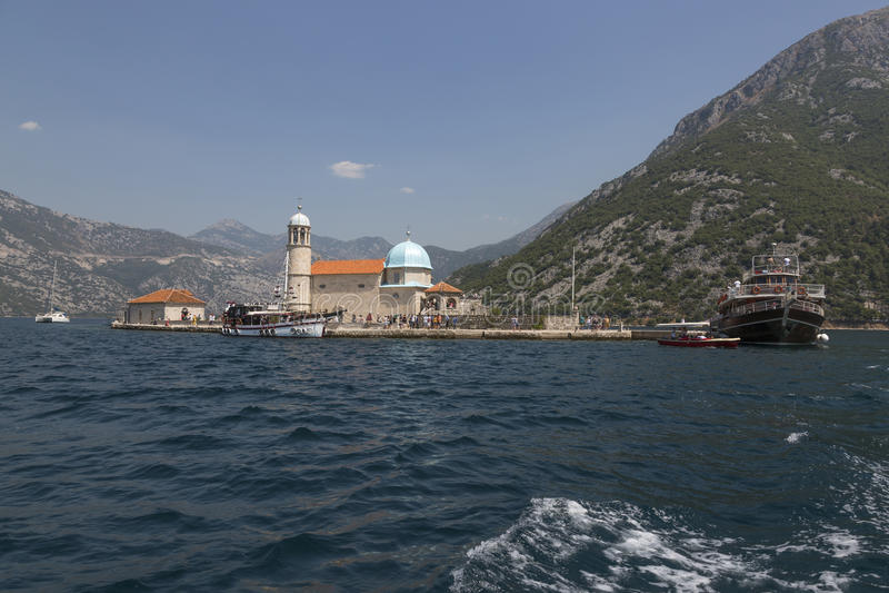 Hemslöjdö som vår dam av vaggar i den Boka Kotorska fjärden Montenegro arkivbilder