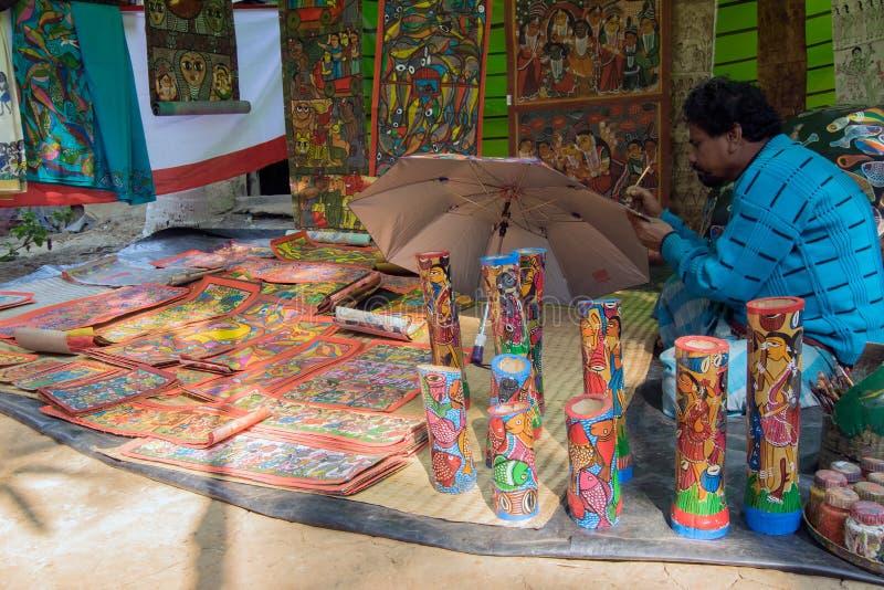 Hemslöjder är förberett till salu i den Pingla byn, västra Bengal, Indien royaltyfri fotografi
