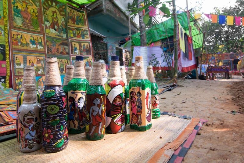 Hemslöjder är förberett till salu i den Pingla byn, västra Bengal, Indien arkivbilder