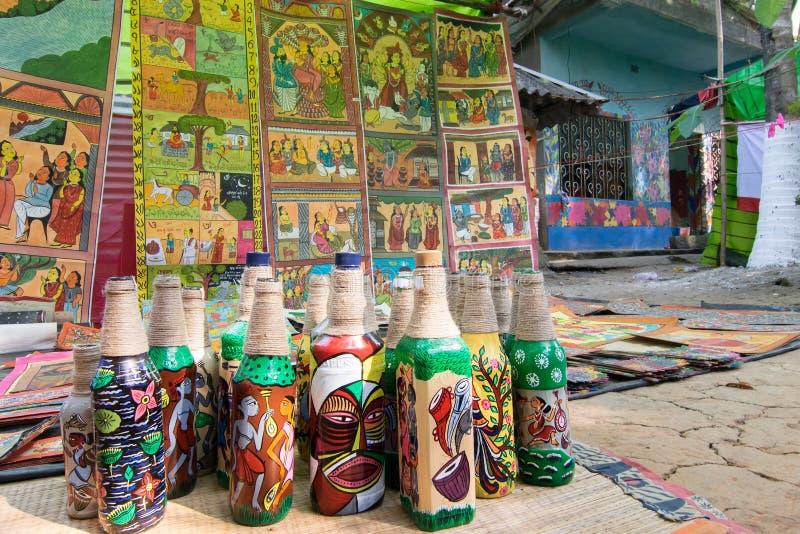 Hemslöjder är förberett till salu i den Pingla byn, västra Bengal, Indien arkivfoto