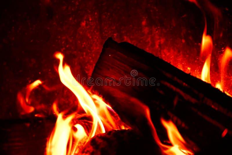 hemtrevlig brand arkivfoto