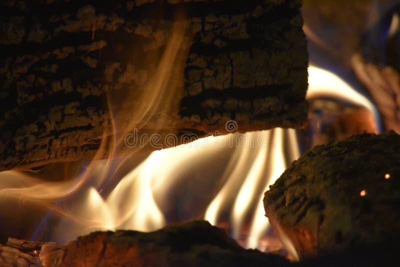 hemtrevlig brand arkivbild