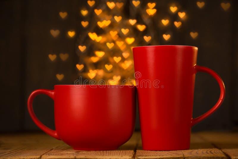Hemtrevlig läcker kopp med hjärtor Romantisk bild Vykort till th arkivfoto
